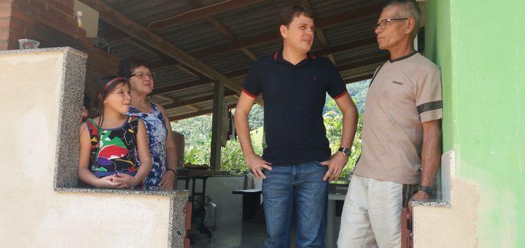 """Projeto """"Perto de Você"""" é bem recebido por cidadãos de Anchieta"""