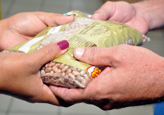 """Projeto """"OAB Jovem Social"""" arrecada alimentos para famílias carentes de Guarapari, Anchieta e Alfredo Chaves"""