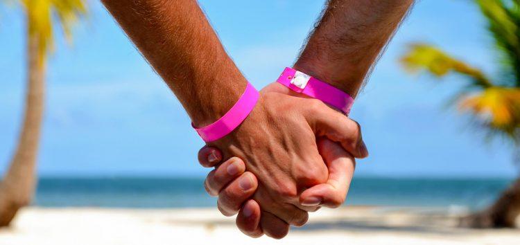 Amigos se unem e realizam o 1º Luau LGBTQ+ de Guarapari