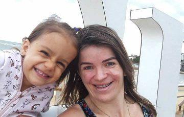 Um ato amor: Moradora de Guarapari com câncer amamenta filha há quatro anos