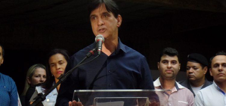 Prefeito de Guarapari anuncia abono de R$1 mil para servidores municipais