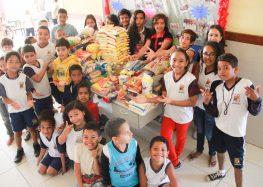 Alunos arrecadam 200 kg de alimentos para famílias carentes