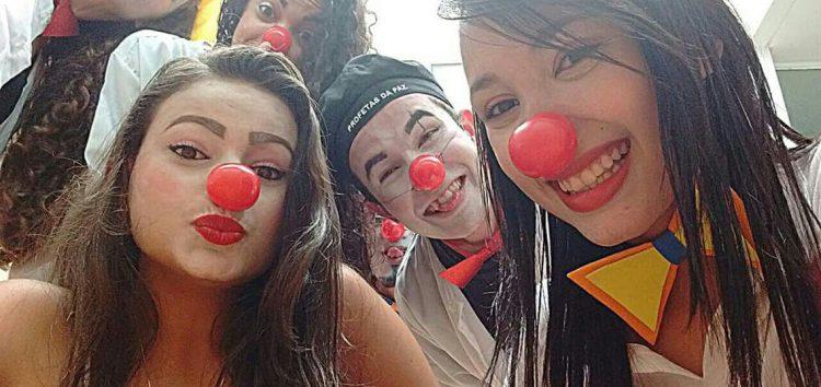 Grupo Cheios da Graça organiza ação em semáforo em prol do câncer infantojuvenil