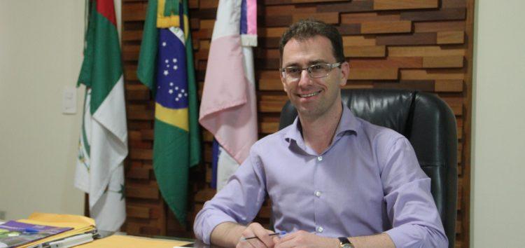 Prefeito de Anchieta oferece auxílio a estudantes para transporte universitário
