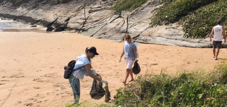 Ação retira mais de meia tonelada de lixo na Praia do Morro