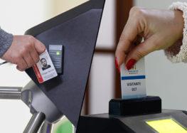 Câmara de Anchieta implanta catracas de segurança em prédio Legislativo