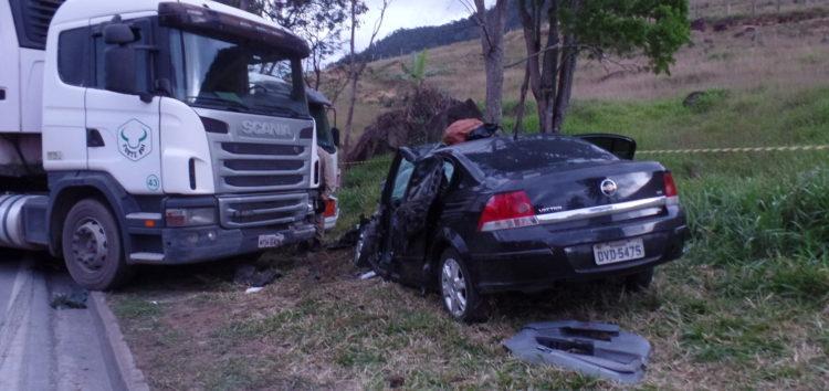 Uma pessoa morre e duas ficam feridas em acidente na BR-101, em Guarapari