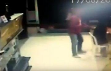 Vídeo: ladrões saqueiam clientes e roubam até refrigerante em lanchonete de Guarapari