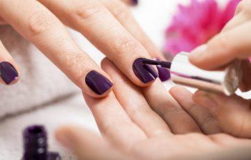 Setac oferece oficinas gratuitas de manicure e costura em Guarapari