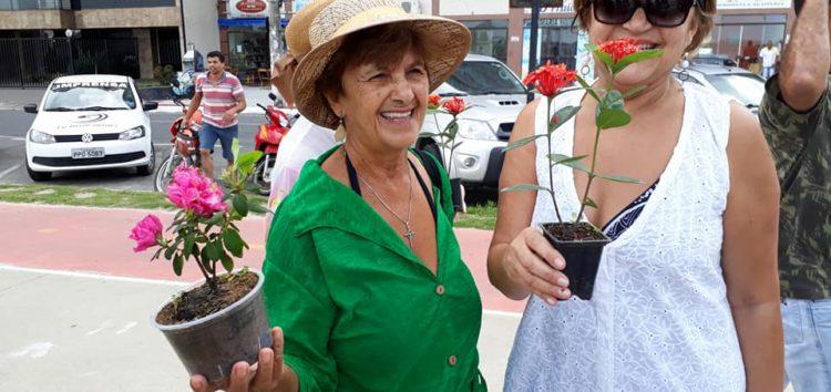 Campanha distribui mais de 200 mudas de flores para colorir Guarapari