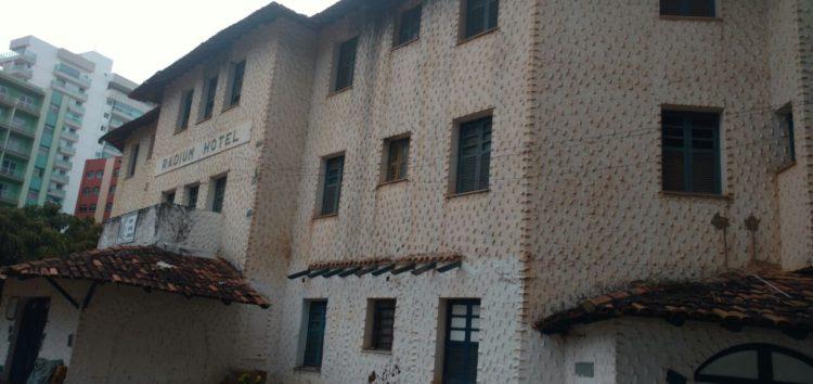Insegurança e falta de manutenção desmotivam voluntários do Radium Hotel