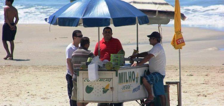Guarapari abre renovação das licenças para os ambulantes em praias do município