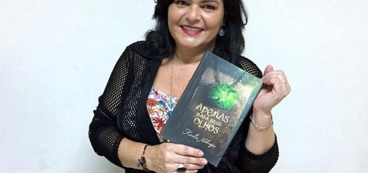 Servidora de Guarapari tem livro publicado entre os mais baixados em site internacional
