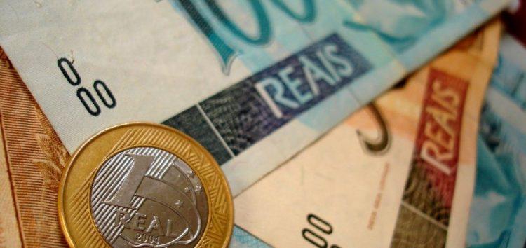 Prefeito oferece contraproposta e servidores conquistam reajuste salarial em Guarapari