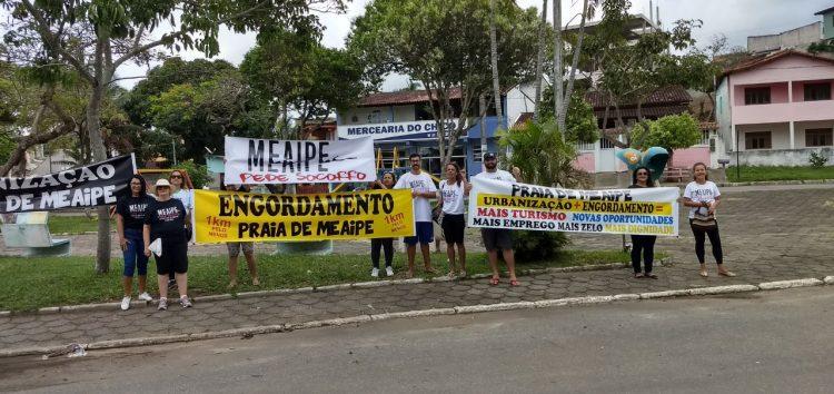 Moradores de Meaípe apresentam pedidos durante protesto pacífico