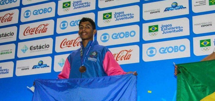Guarapariense conquista medalha de bronze em competição no DF