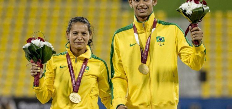 Campeã paralímpica Renata Bazone divulga o esporte em escola de Guarapari