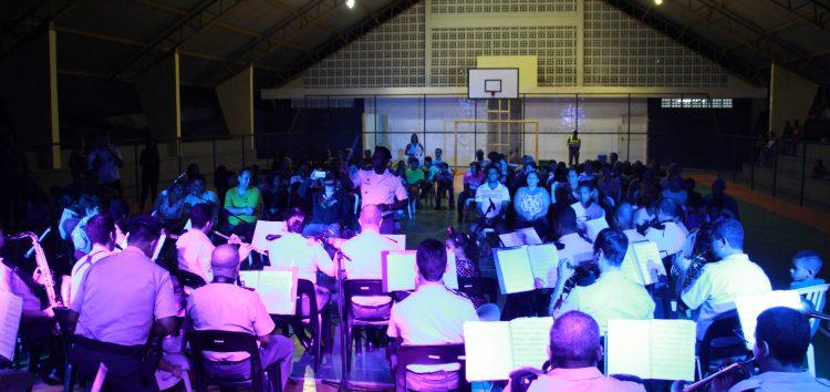 """Noite de paz e muita música no """"Concerto Natal Sol"""" no bairro Adalberto em Guarapari"""