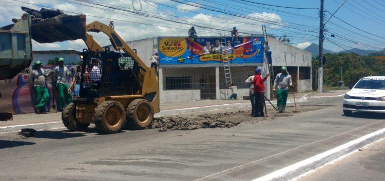 'Operação Tapa Buraco' é realizada na ponte de Guarapari e gera engarrafamento