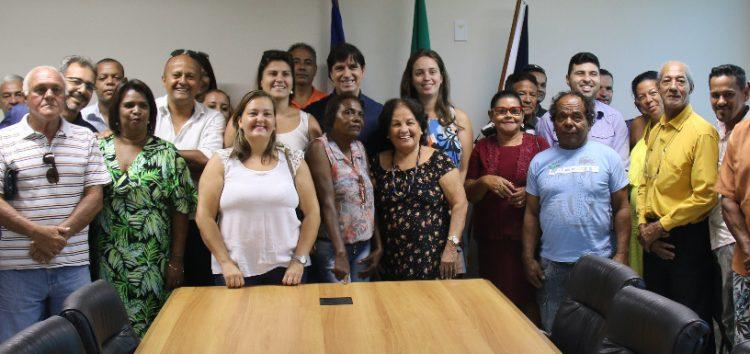 Prefeito recebe lideranças comunitárias e anuncia obras de asfaltamento em Guarapari