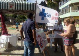 Equipe de saúde tira dúvidas nas praias de Anchieta