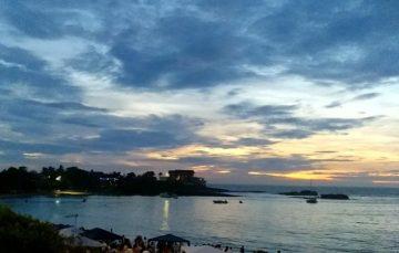 Mesmo com chuva, turistas e moradores ficam até o amanhecer no Réveillon de Peracanga