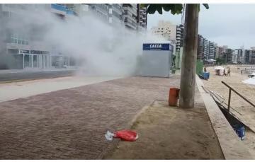 Vídeo: Princípio de incêndio em Atendimento da Caixa assusta banhista na Praia do Morro