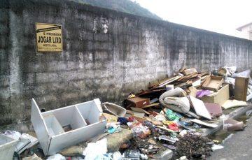 """""""Campanha de Olho na Rua"""": Alfredenses ajudam a cidade na remoção dos entulhos"""