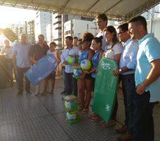 Campeões de Futuro: projeto Estadual entrega materiais esportivos em Guarapari