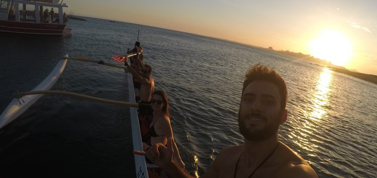Fim de semana de canoas havaianas no mar de Guarapari
