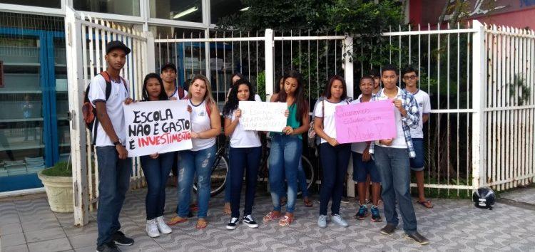 Alunos do Polivalente protestam por escola segura