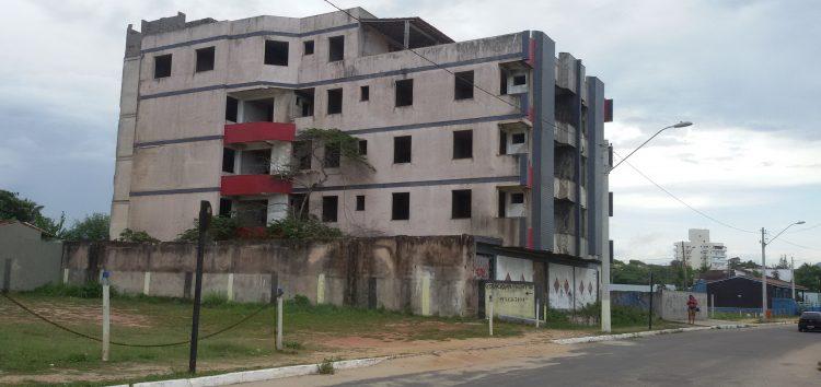 Seu bairro no Folha: Prédio abandonado traz risco e insatisfação para a população de Guaibura, em Guarapari