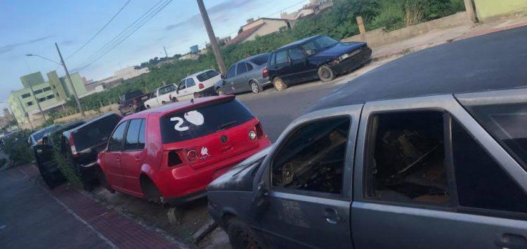 Carros apreendidos se acumulam no entorno da Polícia Civil em Guarapari