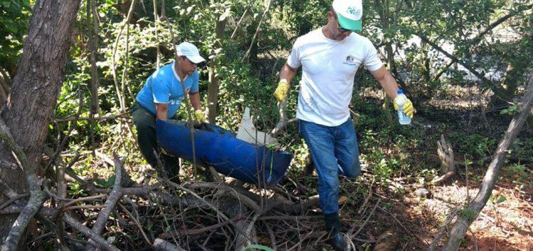Mutirão retira 20 toneladas de lixo do manguezal de Muquiçaba, Guarapari