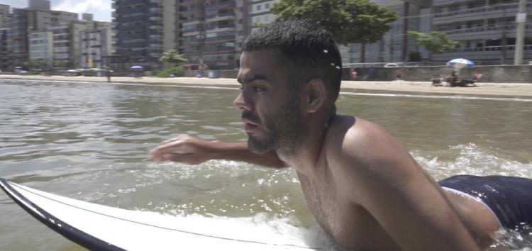 Surfista de Guarapari recebe indenização de R$20 mil por ser impedido de embarcar em voo