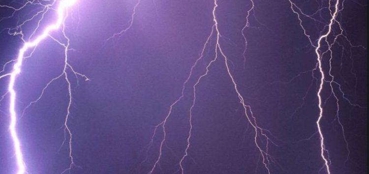 Noite de segunda-feira (05) com tempestade, raios e trovões em Guarapari