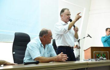 Alfredo Chaves recebe o pré-candidato Renato Casagrande