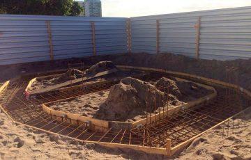 Nova fase da revitalização da Prainha de Muquiçaba em Guarapari: construção do quiosque
