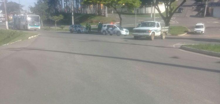 Acidente de moto deixa três pessoas feridas na Avenida Jones dos Santos Neves