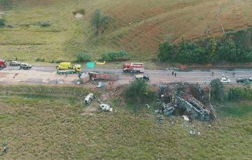 Donos da empresa do caminhão que provocou acidente com 23 mortos em Guarapari vão continuar presos