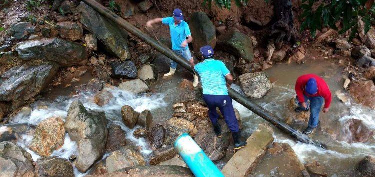 Fortes chuvas em Alfredo Chaves fazem adutora se romper e pode faltar água na cidade