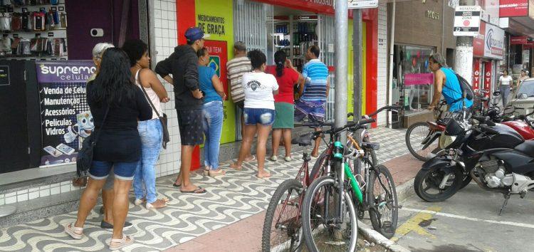 Filas para pagar a conta de luz em Guarapari