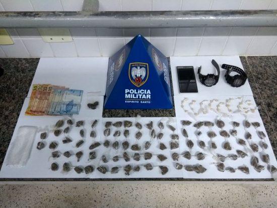 Polícia apreende mais de 200 buchas de maconha e prende homem suspeito de homicídio em Guarapari