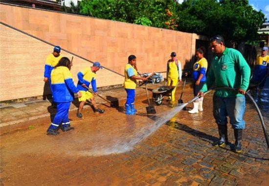Alfredo Chaves inicia limpeza das ruas prejudicadas pelas chuvas