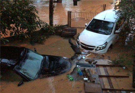 Grande volume de chuva deixa Alfredo Chaves embaixo d'água