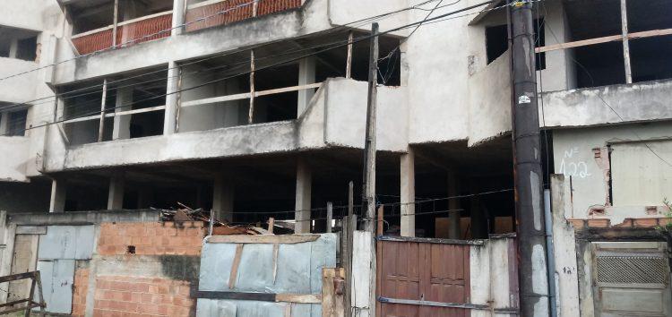 Deputado estadual recebe denúncia de vereador sobre prédio da nova sede da prefeitura de Guarapari