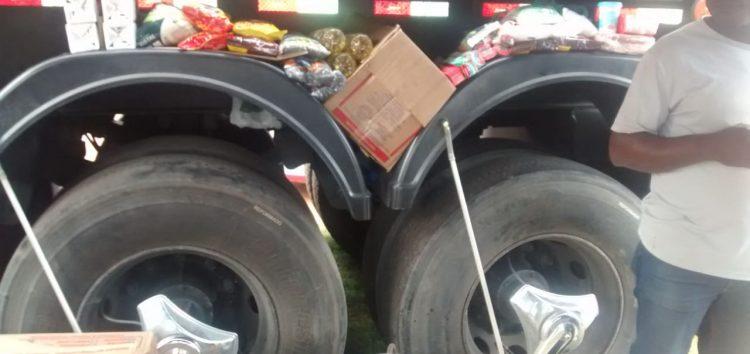 """Motoristas de aplicativo apoiam a """"Greve"""" e arrecadam alimentos para caminhoneiros"""