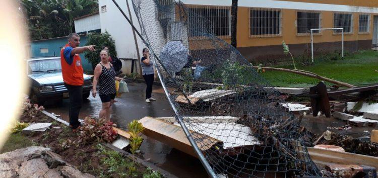 Volume de chuva surpreende e causa estragos na zona rural e na região norte de Guarapari