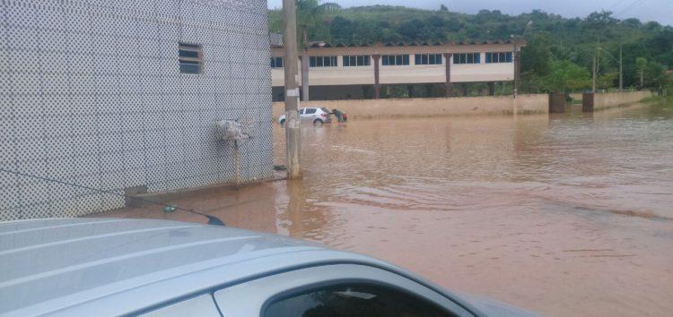 Fotos: Chuva causa transtornos em Guarapari e Alfredo Chaves