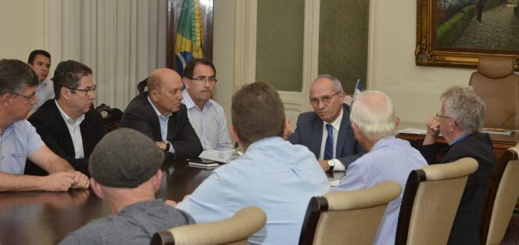 Governo e avicultores do Espírito Santo debatem abastecimento e distribuição dos insumos